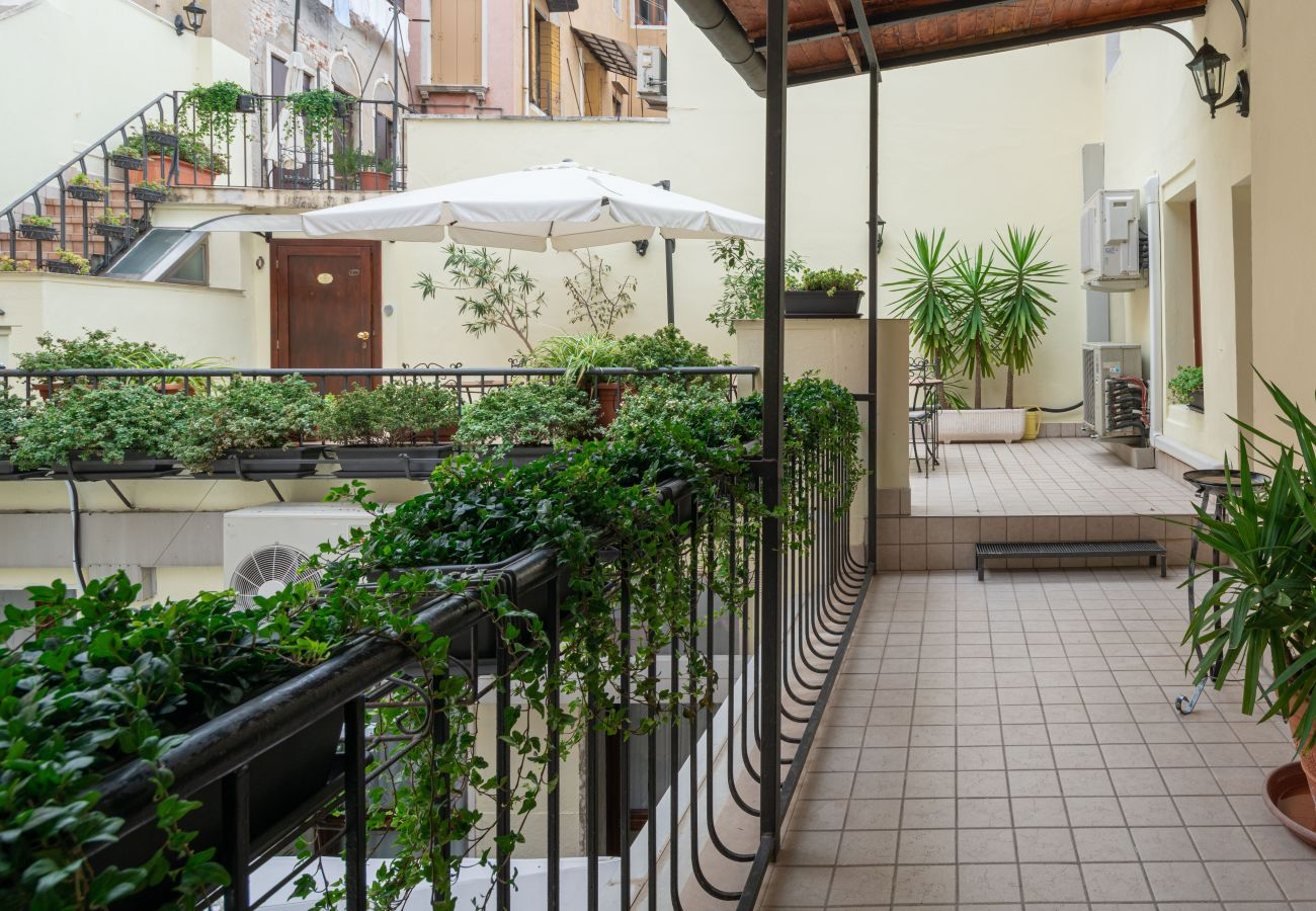 Rent by room in Venice - Hotel Herion - Herion Queen
